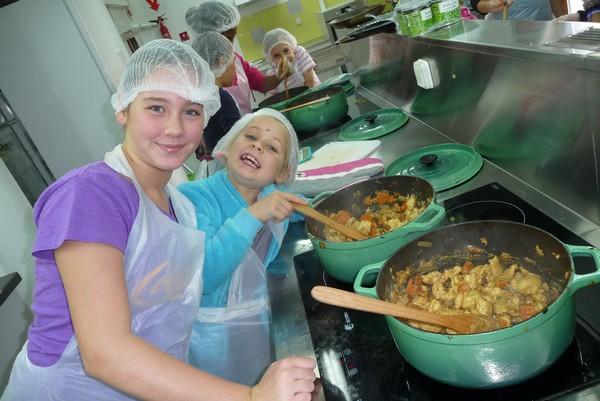 Petits mitrons et marmitons - en cuisine