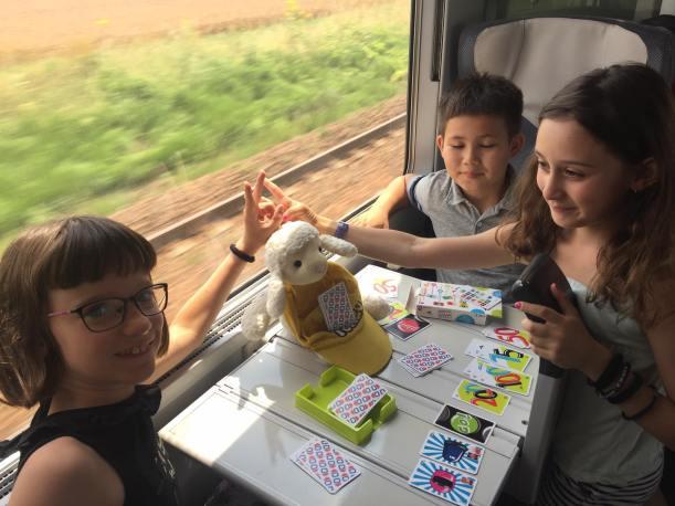 Le mouton Telligo joue aux cartes